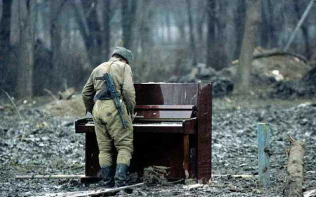 soldier-piano